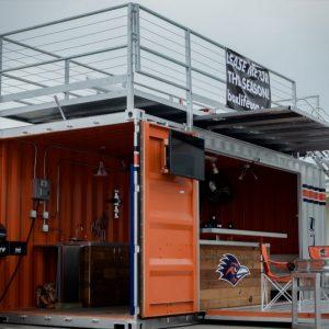 Container événementiel aménagé avec 1 étape 3 ouvertures
